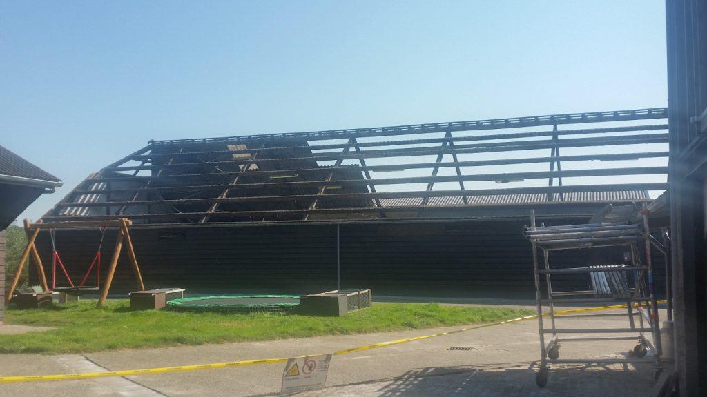'De Boerderijn' heeft nieuwe daken